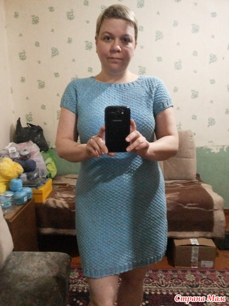 Летнее платье регланом сверху рельефным шахматным узором, модель Юлии Ивановой