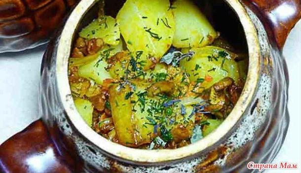 Картошка с мясом в горшочках.