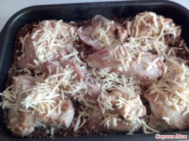 Курица с гречкой в духовке.