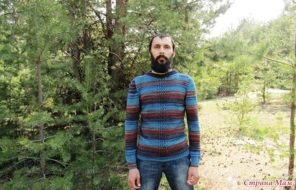 . Мужской свитер с центральным узором