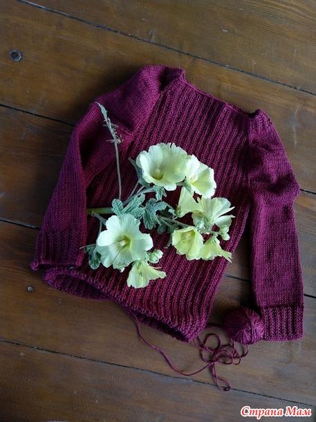 . Бордовые кофта и свитер