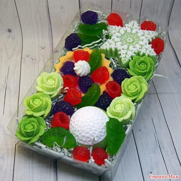Сочная зелень и ягоды :)