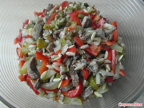 Челлендж. ДЕНЬ -21 ый. Мясной салат с Орзо и солеными огурцами.