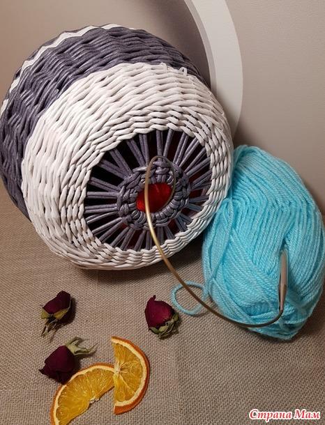 Плетеная корзина для вязальщицы