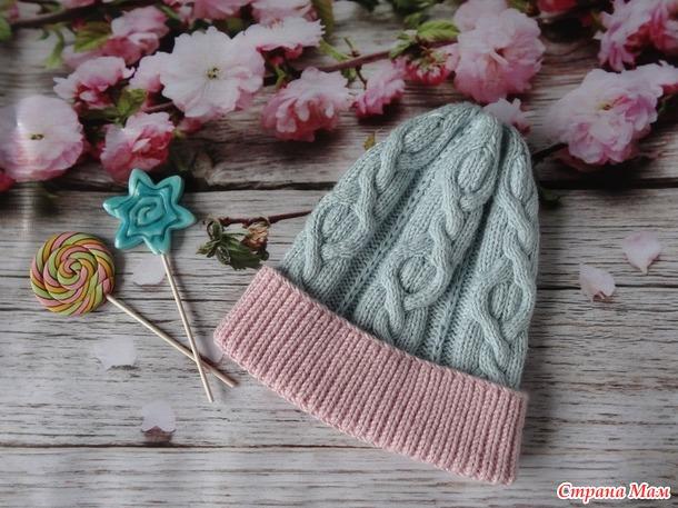 . Нежная двухцветная шапочка для девочки (девушки)