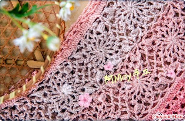 . Фламинго. Летнее ажурное платье с квадратной кокеткой из цветочных мотивов.