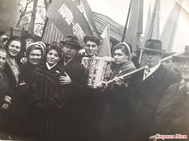 Старое фото и воспоминания об одном советском празднике.