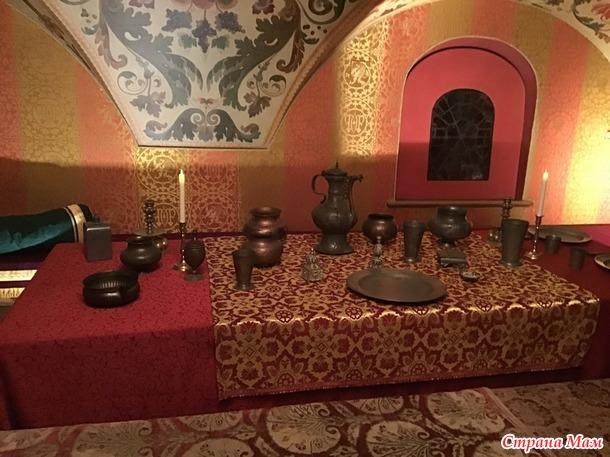 В палатах бояр Романовых