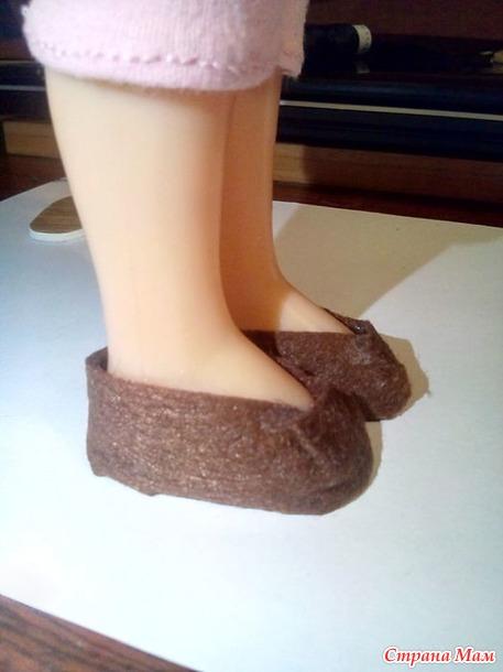 Домашние туфельки - тапочки для куклы из фетра
