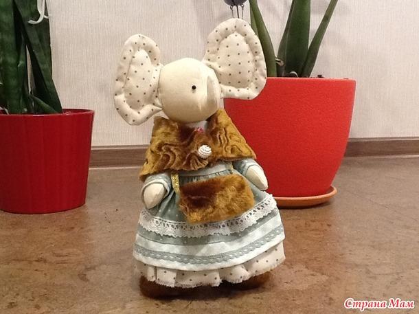 Слонёнок в осеннем наряде