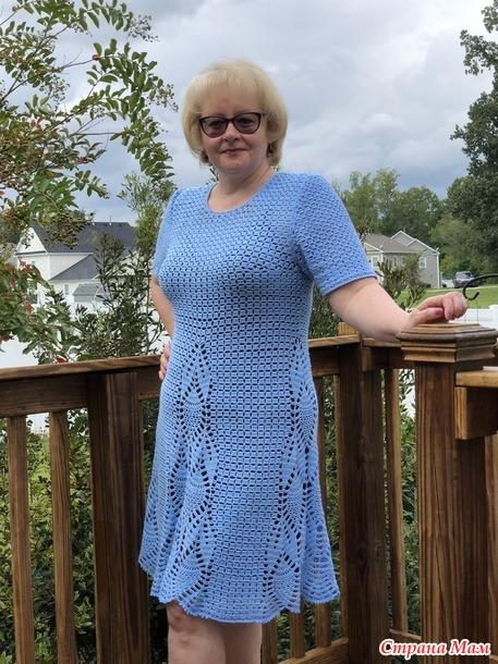 . Платье крючком голубое