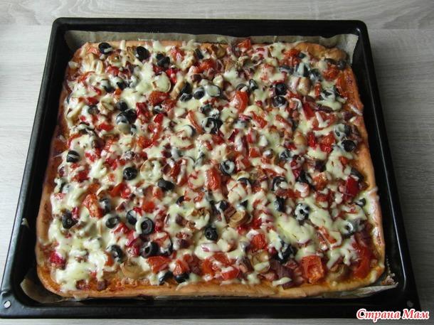 Пицца мясная накидная.