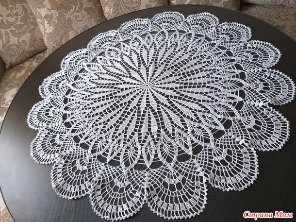 Две скатерти для круглого стола