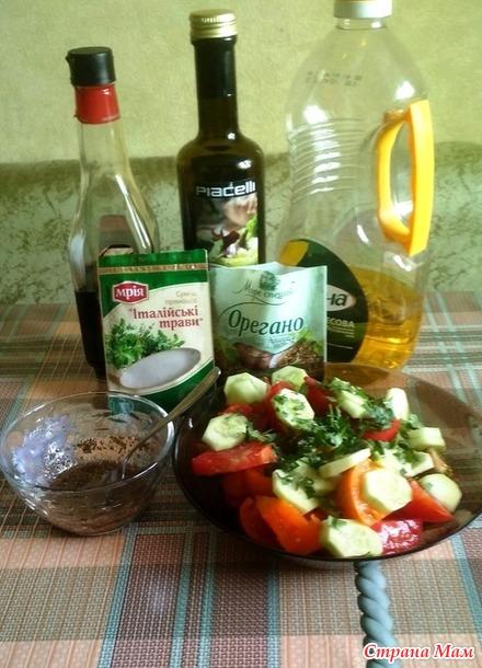 Обычный салат с интересным маринадом.