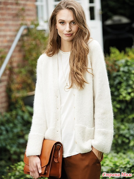 Белый жакет с карманами.