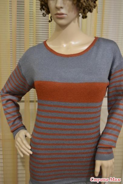 Пуловер в полоску.