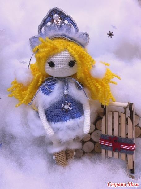 Снегурочка нарядная на конкурс к нам пришла
