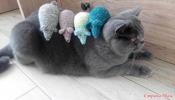 Вяжем новогоднюю мышку. Игрушка на ёлку или подарок для кота