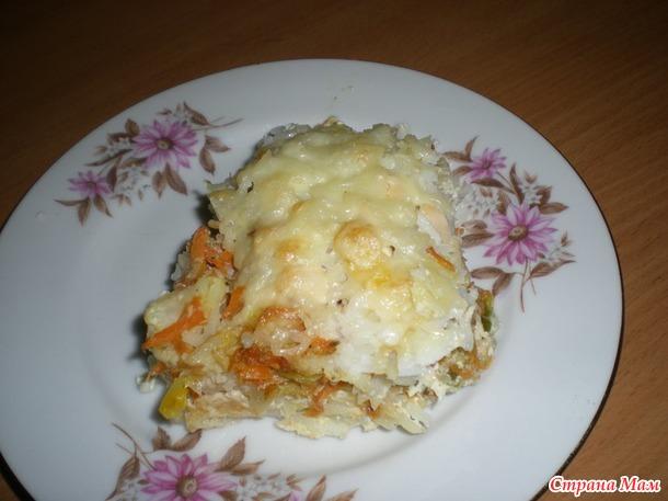 Рисовая запеканка с овощами и куриной грудкой.
