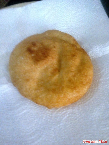 Лангош - венгерская лепёшка со сметанным соусом и сыром