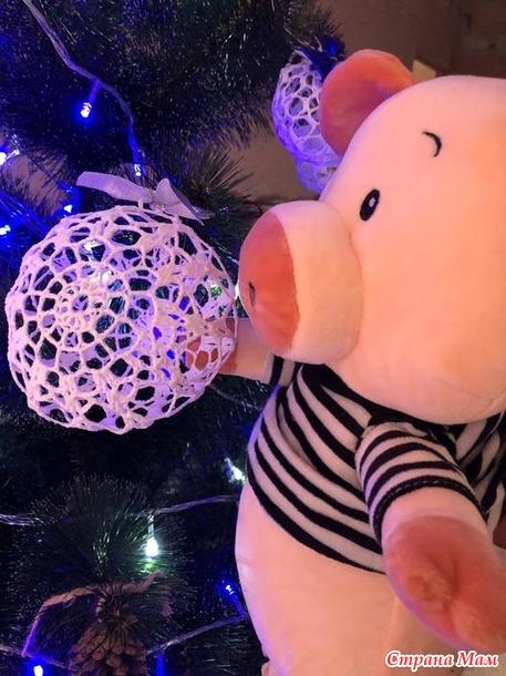 Новогодние игрушки:свинка, шарики, снежинки