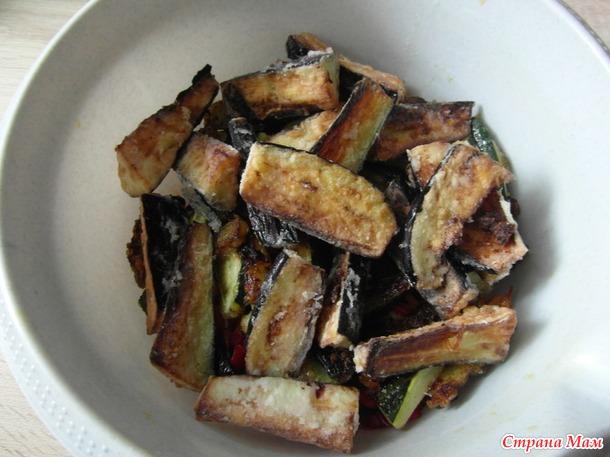 Жареный салат с баклажанами и цукини.