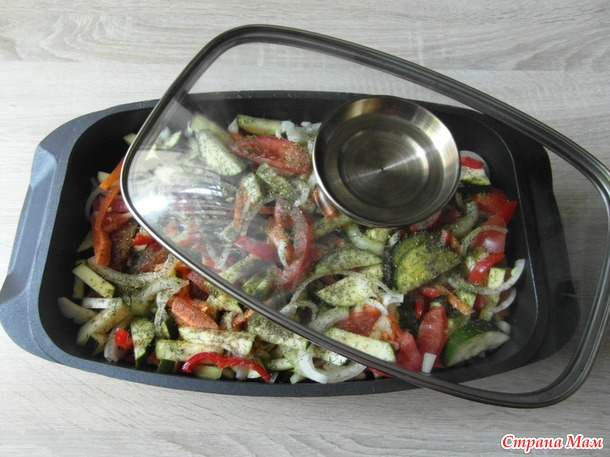 Жаренная рыба (карп) в овощах и соусе.