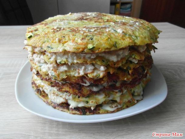 Слоеный торт из мяса и кабачка.