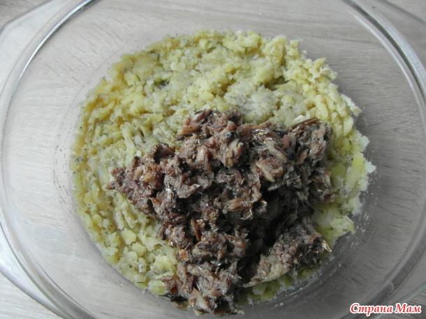 Шпротный салат на горчичном соусе.