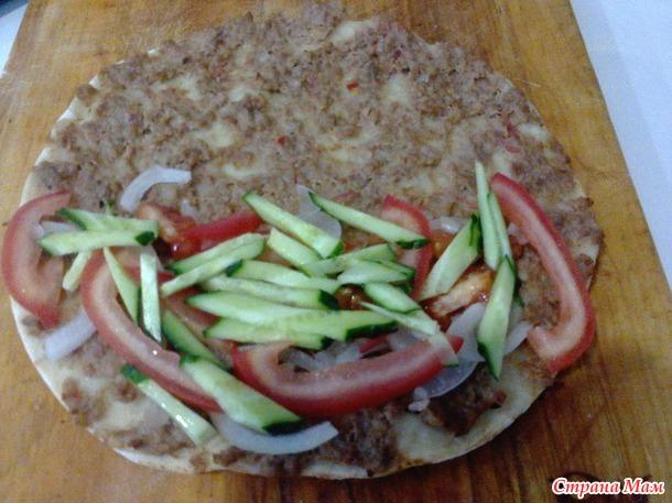 Лахмаджун или хлеб с мясом по-турецки