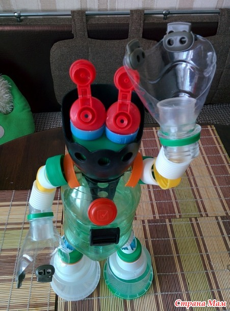 Робот из подручных материалов.