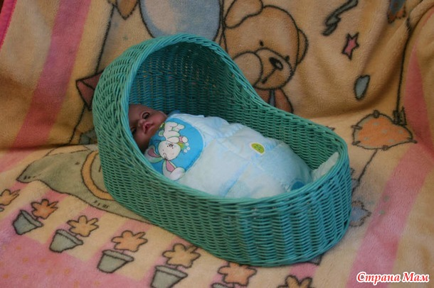 Люлька-кроватка для кукол из бумажной лозы