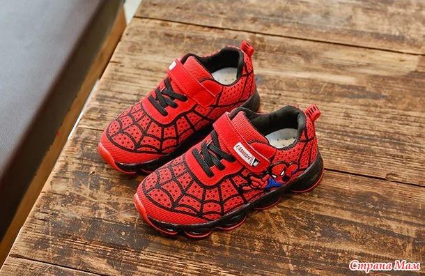 Новые кроссовки  с подсветкой для мальчика. Россия