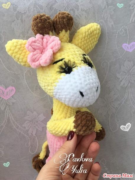 Парочка плюшевых жирафов