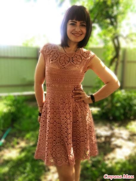 Платье крючком на круглой кокетке «Листьями»