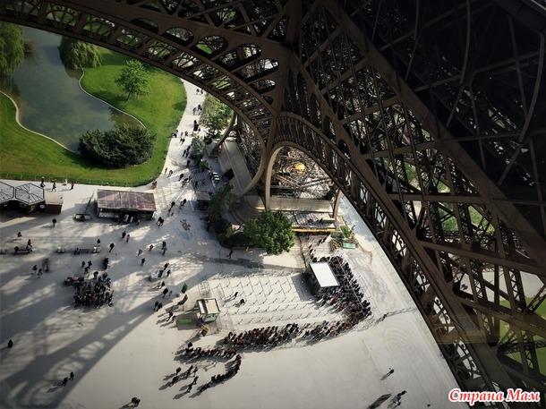 Приключения двух девушек в Париже