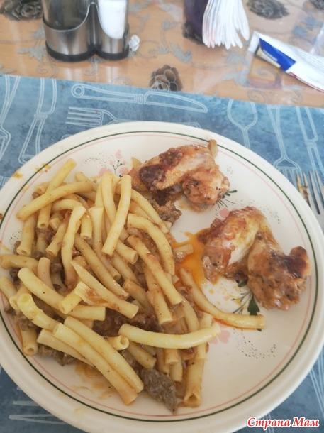Макароны с куриными ножками в сливочном соусе