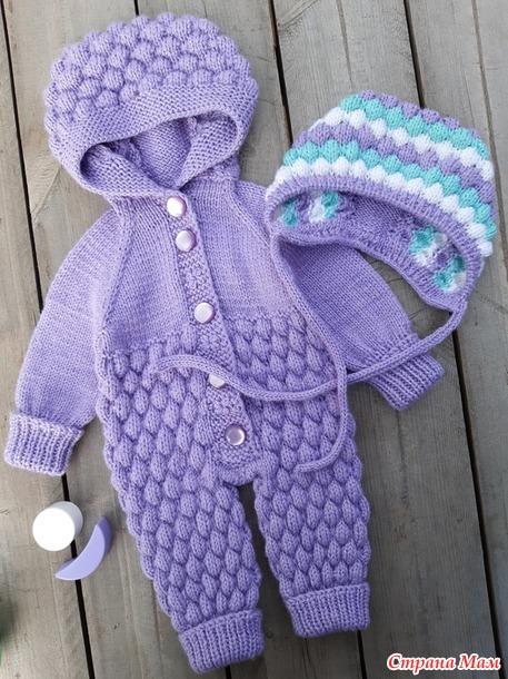 Ажурная накидка с капюшоном для себя и комбинезон для внучки