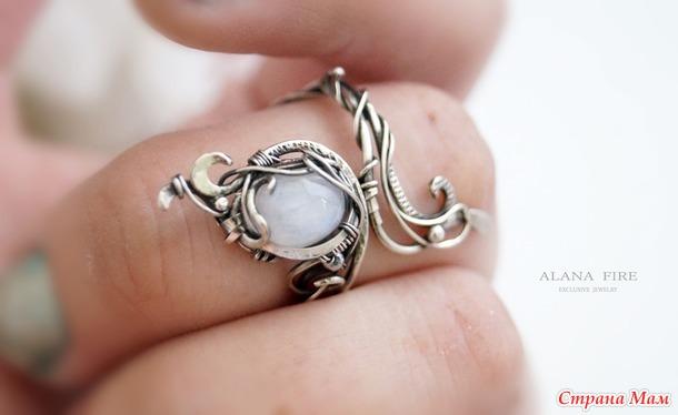 Это кольцо? Какое-то оно странное...
