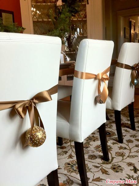 Новогодние чехлы на стулья.