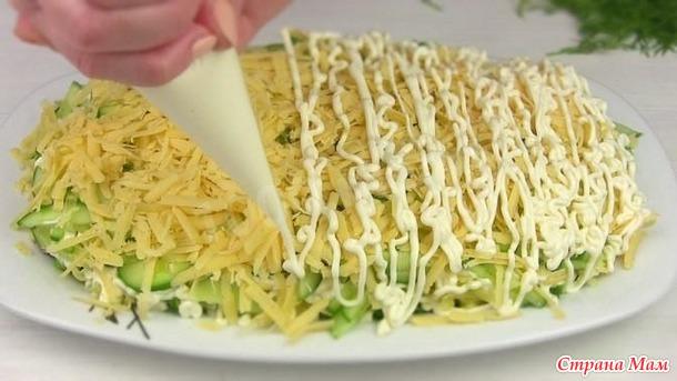 Селёдка под зелёной шубой с сыром и без свеклы.