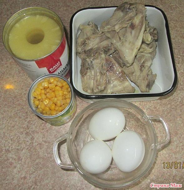 Салатик из курицы и ананасов.