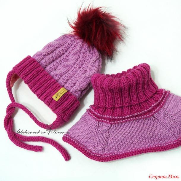 Шапка двойная с ушками на завязках и манишка, детский комплект: описание вязания
