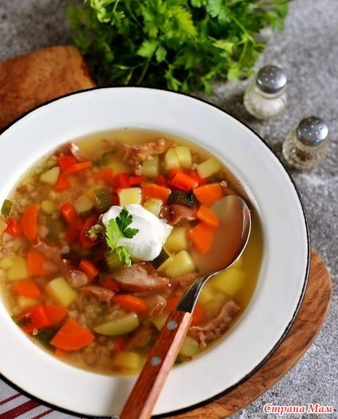 Суп с копчеными пятачками и гречкой.