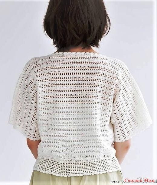 Белый пуловер с ажурным узором на филейной сетке.