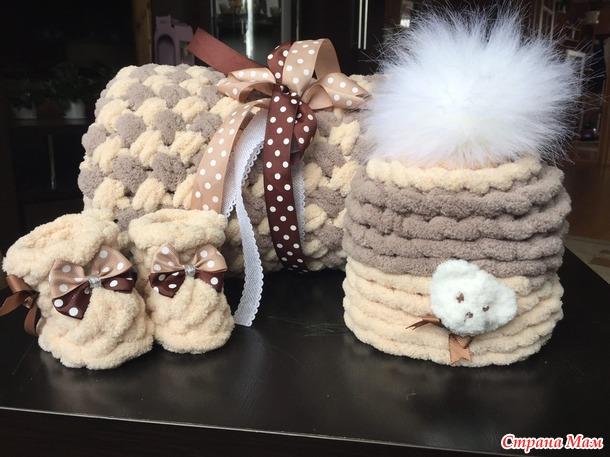 Кофточки, шапочки, пальтишко... вяжем в 4 руки.
