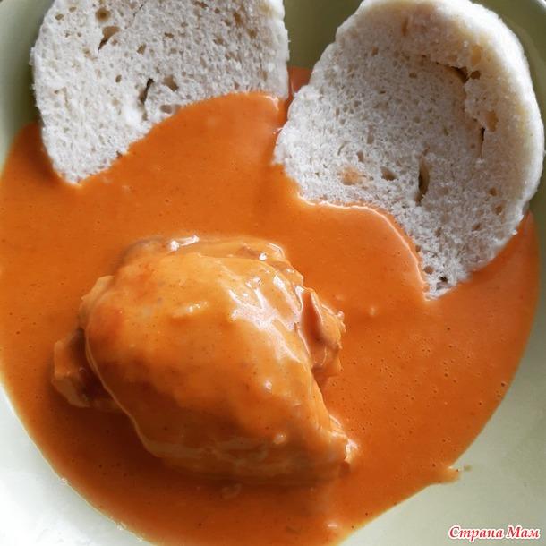 Куриный паприкаш. Тофу с томатным соусом и горошком.