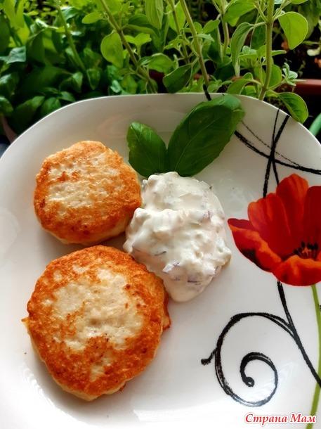 Картофельно-мясные котлеты с соусом тар тар.