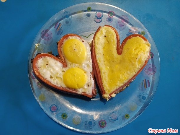 Сосиска-сердце с яичницей