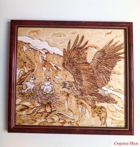Орёл с орлятами. Выжигание. картина